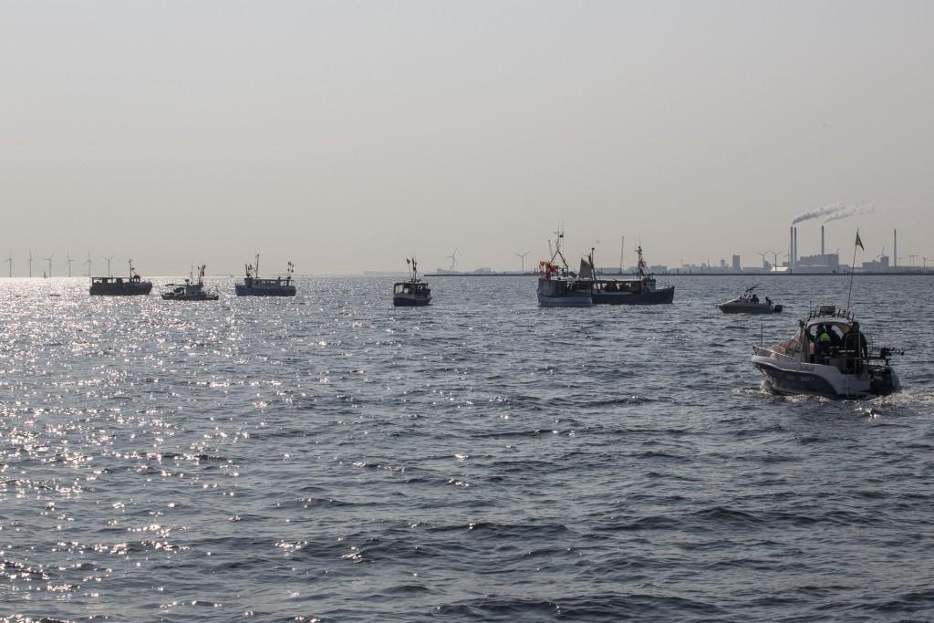 Båtar på väg mot Köpenhamn för att protestera mot sandsugningen i Öresund